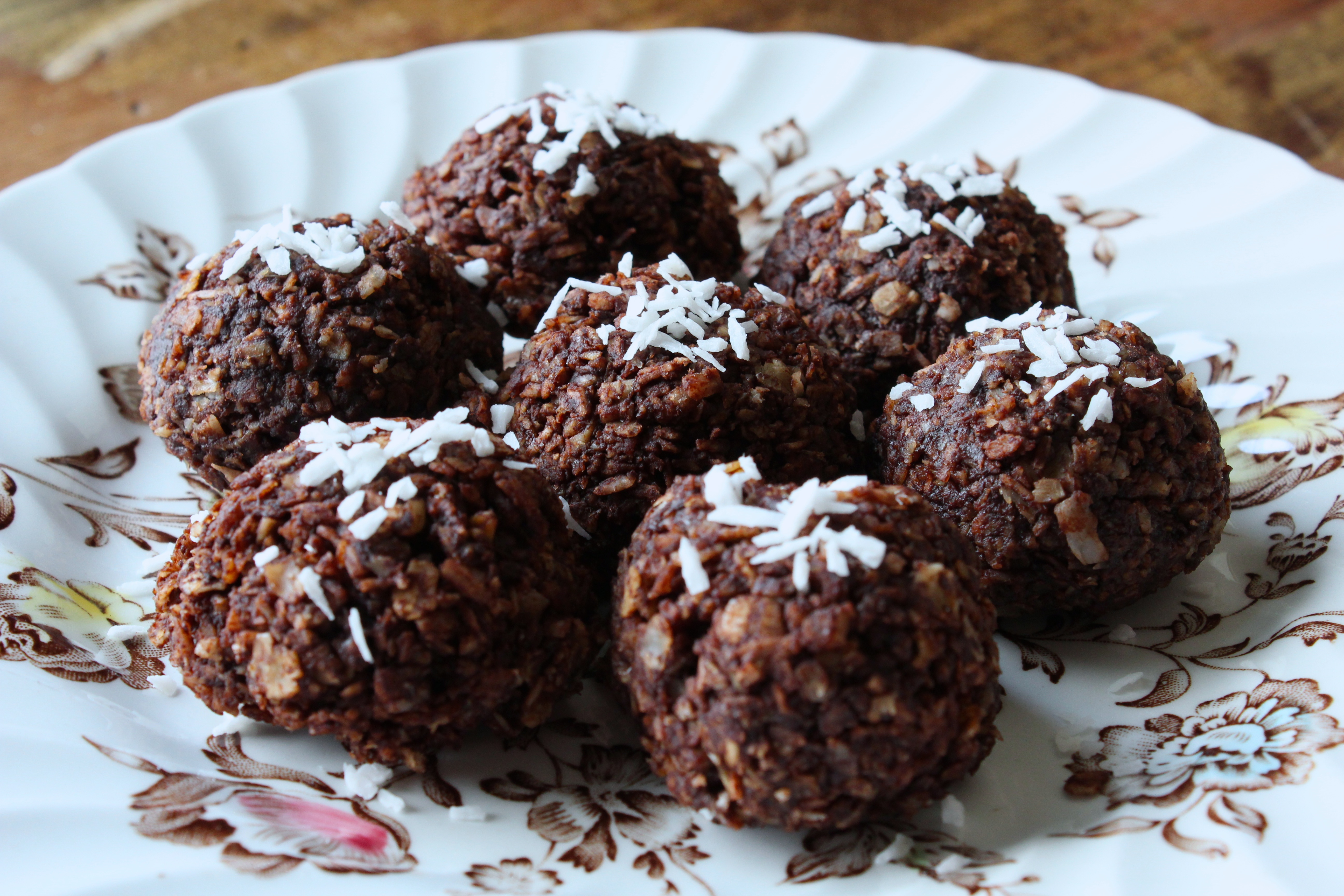 No-Bake Vegan Chocolate Coconut Macaroons | Little Miss Cruciferous